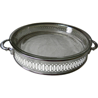 """International Silver Co. 10"""" Pie or Casserole Dish Holder With Fire King Pie Plate"""