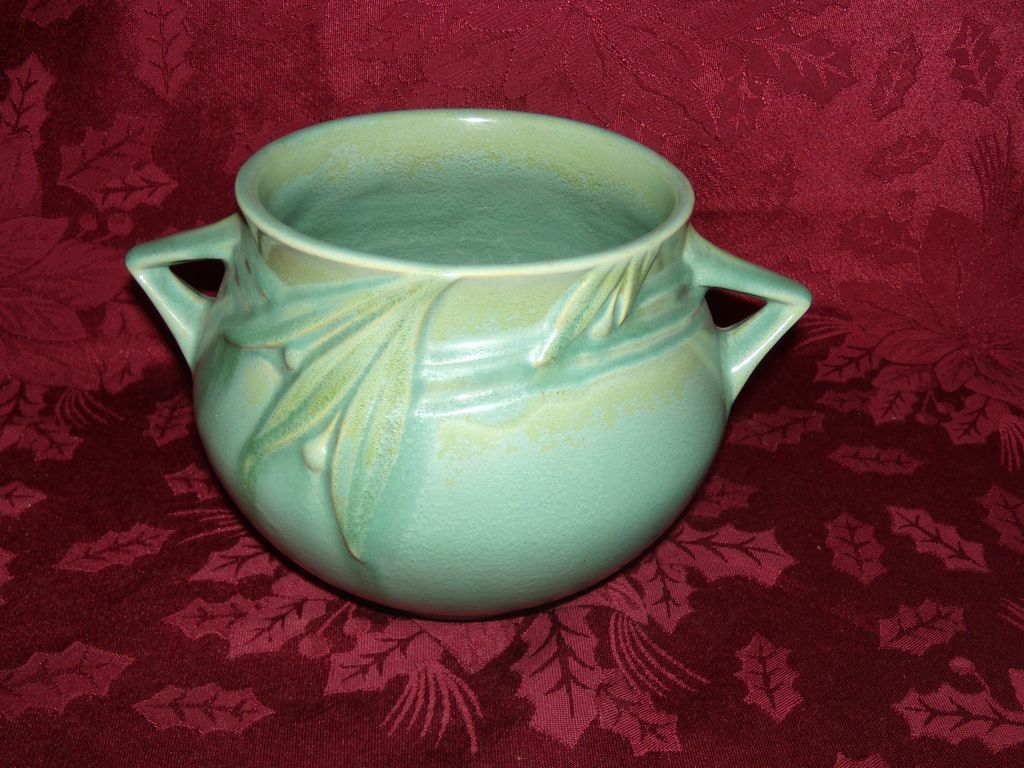Roseville Velmoss Matte Green Planter / Vase