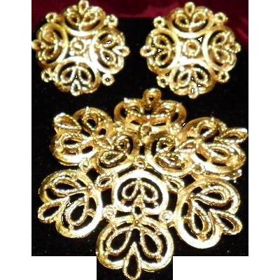 Vintage Trifari Gold Tone Pin & Earrings set