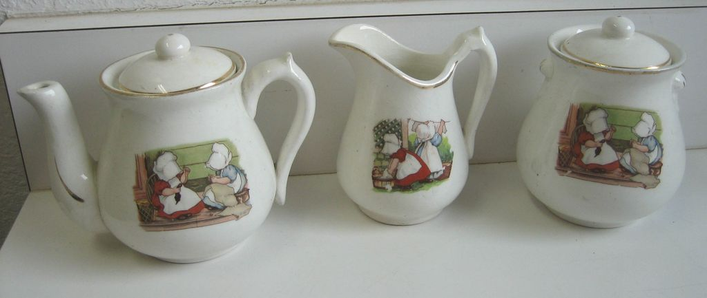 Antique pottery Sunbonnet Babies child's tea set