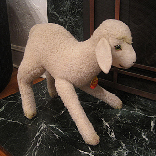Steiff's Supersized And Not Documented Lamb With IDs