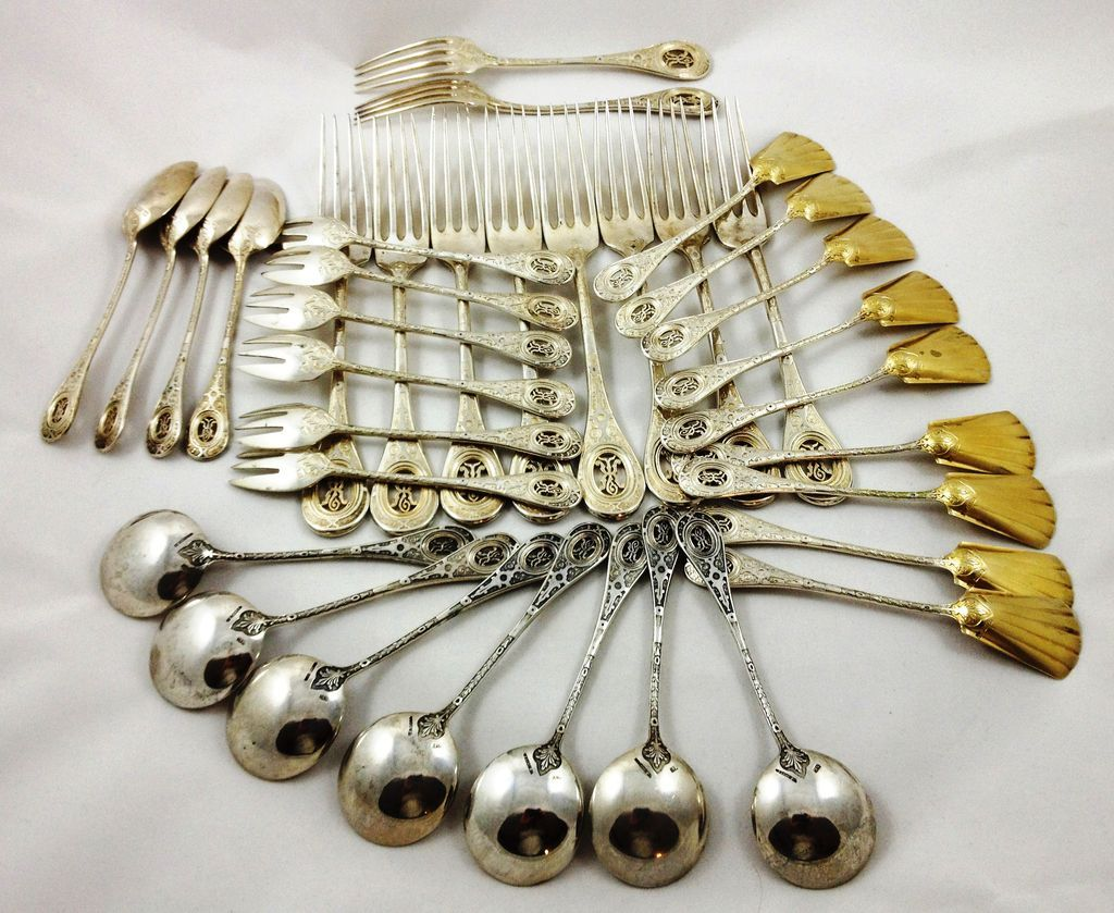 Absolutely magnificient set of 800 silver silverware, 36 pieces