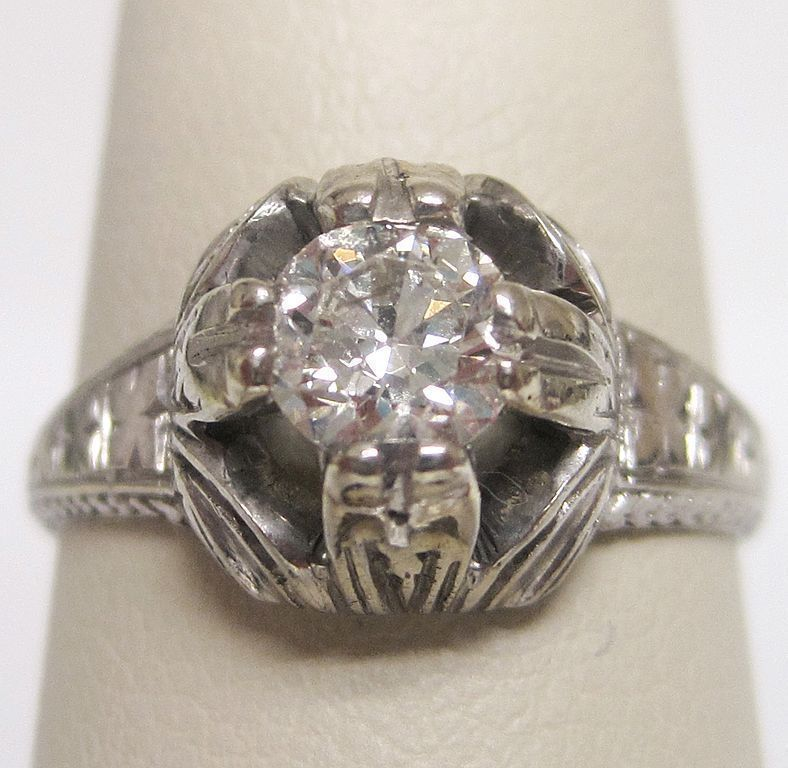 18K White Gold Diamond Deco Engagement Ring