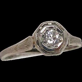 Art Deco 14 Karat Gold Filigree Diamond Ring