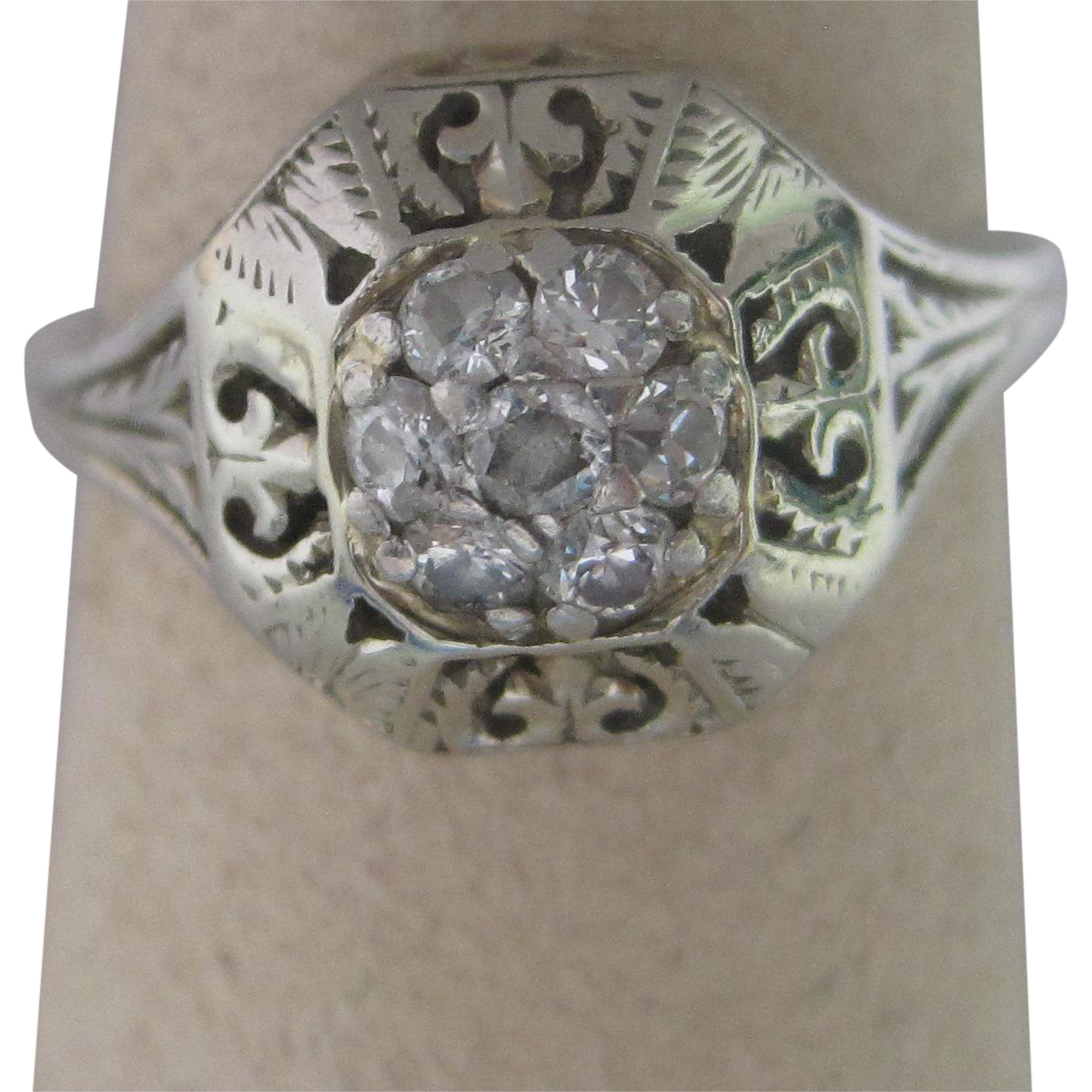 Art Deco 18K White Gold Diamond Fashion Ring