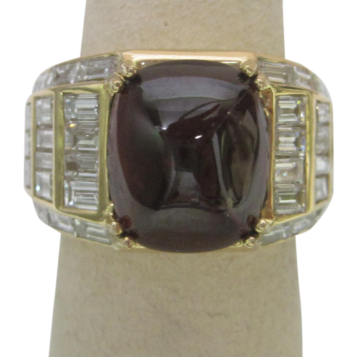 3 ct. Garnet and Diamond  Engagement ring  in 18K Yellow Gold  Stunning