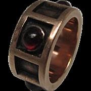 Arts and Crafts Garnet Cabochon 14 Karat Gold Band Ring