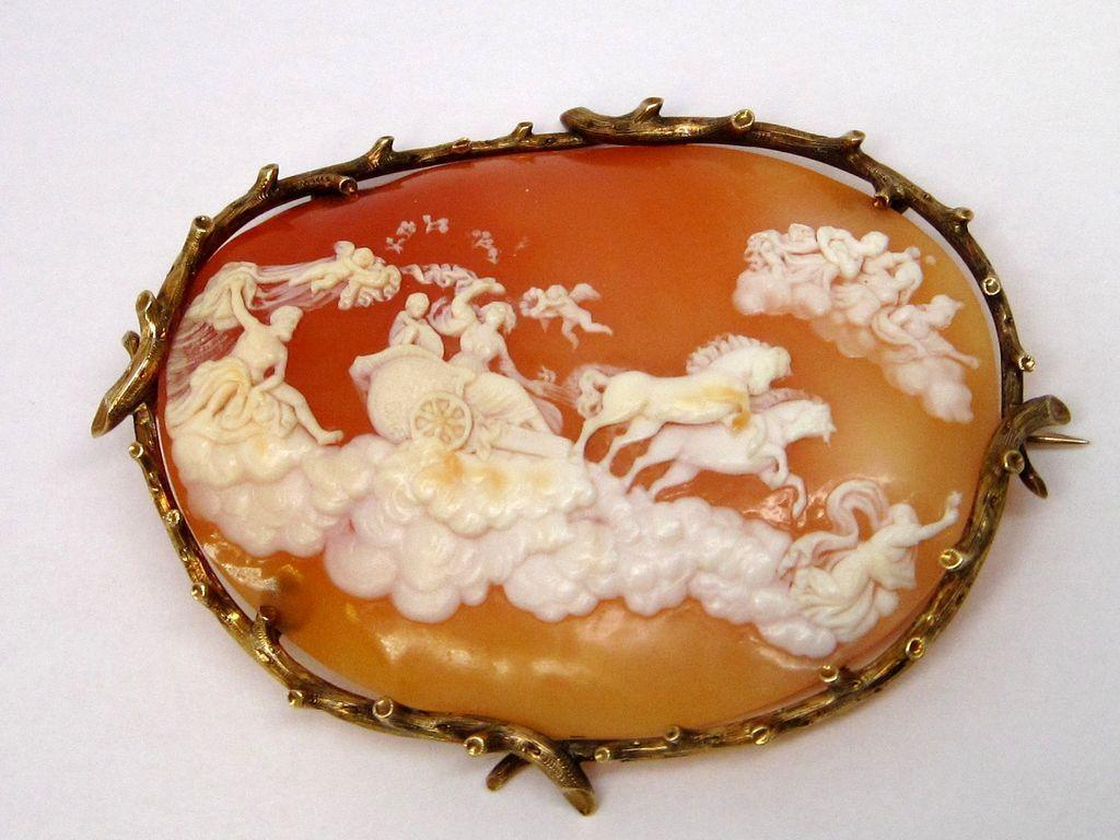 Stunning Carved Scene Shell Cameo Pin Brooch w/ 14K Gold Frame