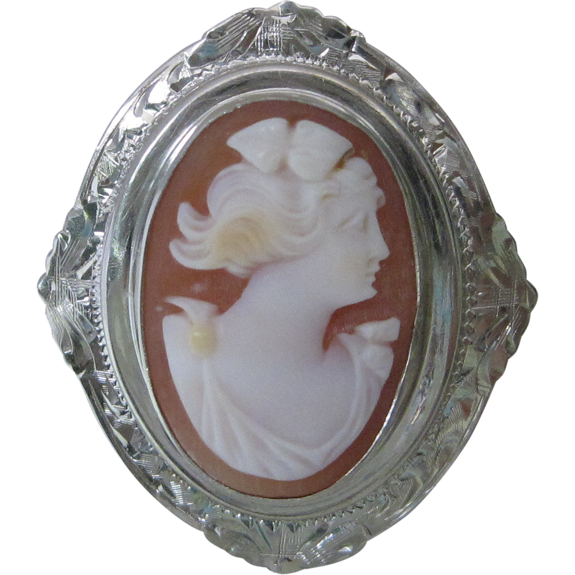 1940s Shell Cameo Brooch In Hand Engraved 10K White Gold