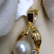 White Pearl Pendant with diamond