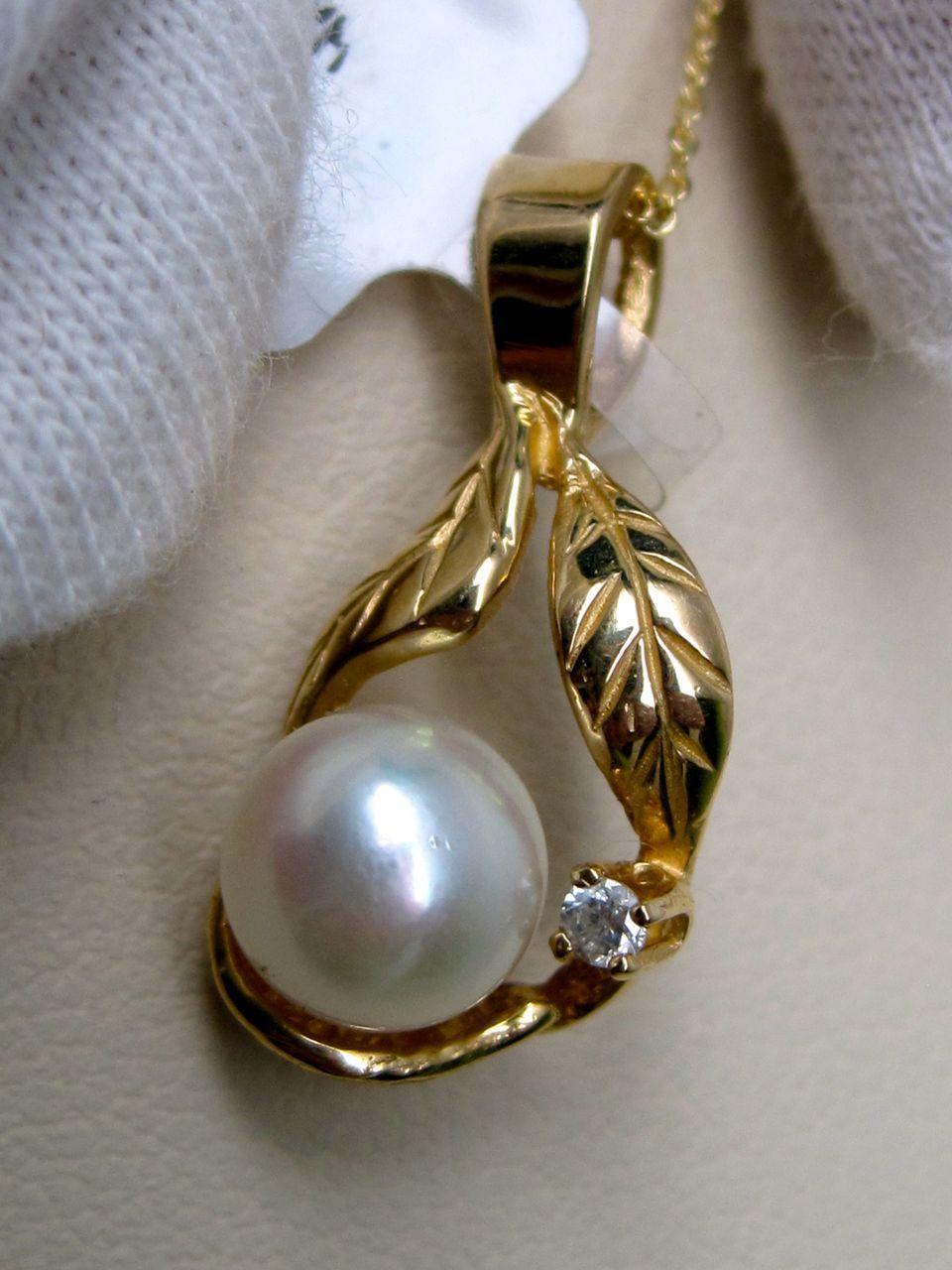 White Pearl Pendant with diamond