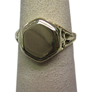 1940s Retro Signet Ring in 14K Yellow Gold