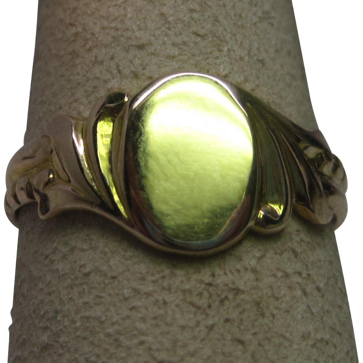Art Deco 10K Yellow Gold Oval Signet Ring