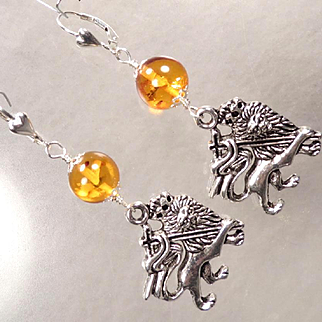 ENGLAND MY LIONHEART Earrings Baltic Amber Crowned Medieval Lion Charm Sterling Heart Earwires