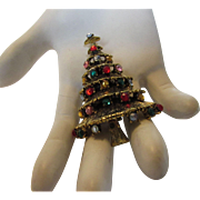 Hollycraft Christmas Tree Pin in  Goldtone With Multiple Crystal Accents