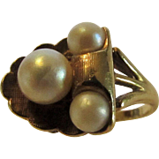10 Karat Yellow Gold Cultured Pearl Mid Century Ring in Deco Theme