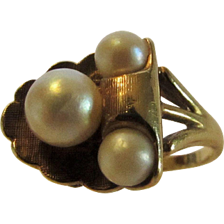 10 Karat Yellow Gold Cultured Pearl Mid Century Ring in Floral Theme