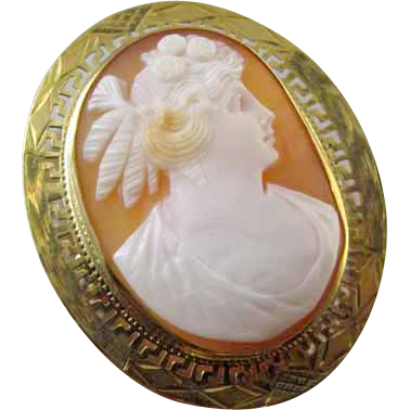 Antique Edwardian 10k gold Greek Key cameo brooch pin