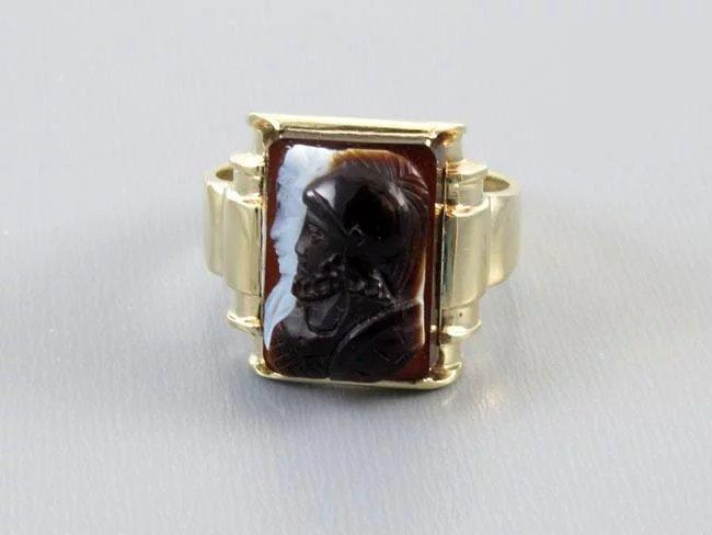 Mans antique Edwardian 10k gold sardonyx hardstone double headed warrior cameo ring