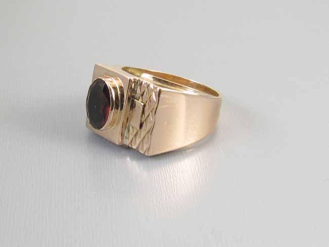 Mans vintage estate 18k gold rhodolite garnet ring