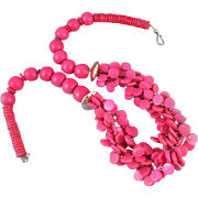 Smashing vintage hot pink fuchsia painted wooden bead chunky torsade necklace