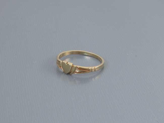 Vintage 10k gold baby infant childs midi heart shaped signet ring
