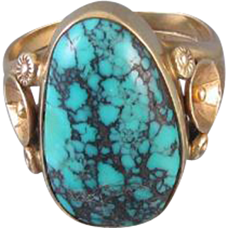 Vintage Southwest Native American Indian 14k gold wide cigar band ring with large turquoise in matrix 1970s