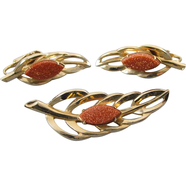 Vintage gold tone goldstone leaf brooch pin and matching clip on earrings demi parure set