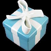 Authentic Tiffany & Co porcelain iconic blue white ring box / trinket box / cachepot / stash box / display / jewelry box / china / ceramic