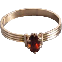Sweet tiny antique Victorian 10k rose gold garnet solitaire pinky midi ring / size 4