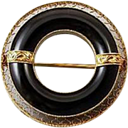 Vintage Art Deco 14k gold black onyx circle wreath filigree brooch pin