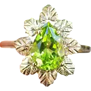 Modern estate pear shaped green 1.62 ct peridot 10k tri color ring, size 7