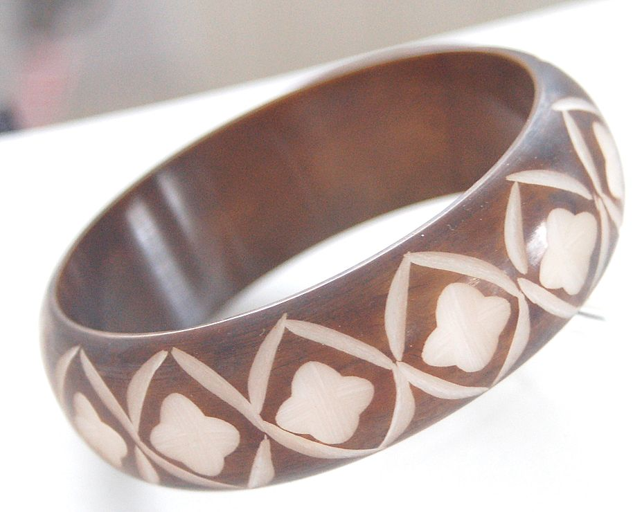 Vintage Deeply Carved Cocoa Brown Overdyed Bakelite Bangle Bracelet