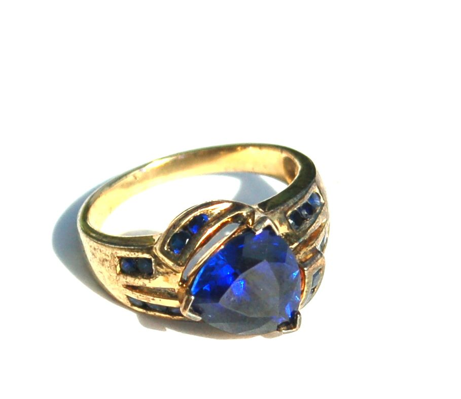 Vintage STERLING SILVER Ring with Gorgeous Dark Blue Stones