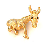 Vintage Gold Toned Donkey Pin With TREMBLER