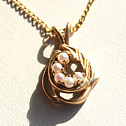 Hallmarked 10K Yellow Gold and Pearl Pendant Necklace with Chain