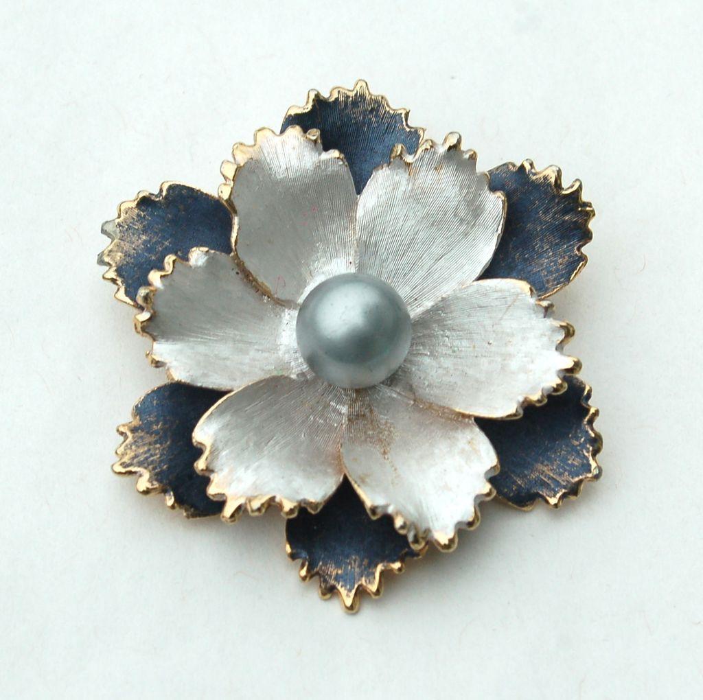 Vintage Signed KRAMER Silver and Gray Enameled Metal Flower Pin