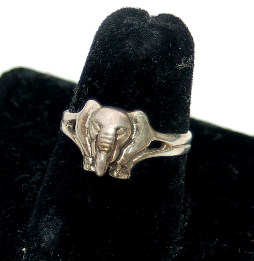 Vintage Hallmarked STERLING Silver Elephant Head Ring