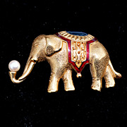 Vintage 1980's Signed MONET Large Elephant Pin, Enamel and Faux Pearl