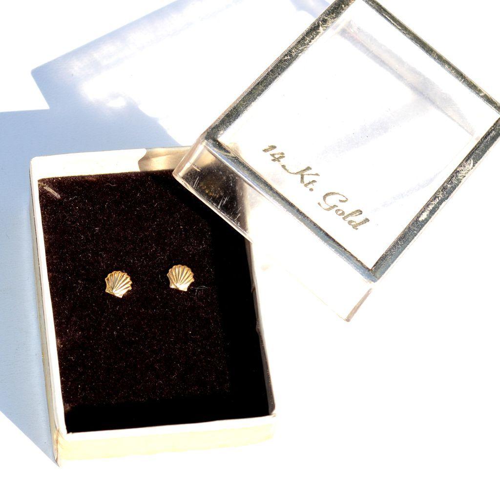 Hallmarked 14K Yellow Gold Shell Earrings