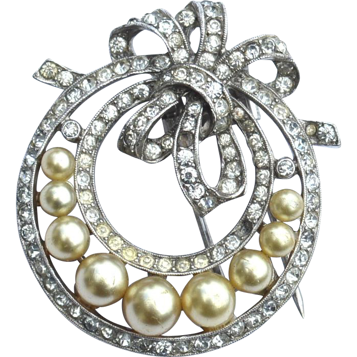 Vintage Signed Crown TRIFARI Faux Pearl and Rhinestone Fur Clip
