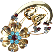 Early Vintage Signed CORO Beautiful Flower Pin With Rhinestones