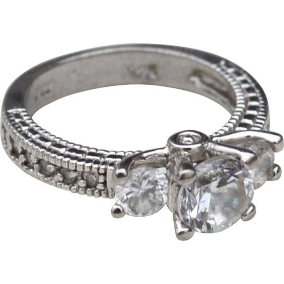 Exquisite Hallmarked STERLING SILVER and Clear Stone Ring