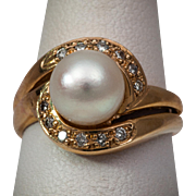 Perfect Cultured pearl ring in gold with diamonds