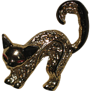 1960's Vintage Pin - Gold-tone Siamese Cat with Arched Back
