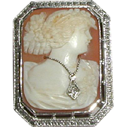 Cameo en Habille with 10K White Gold Frame