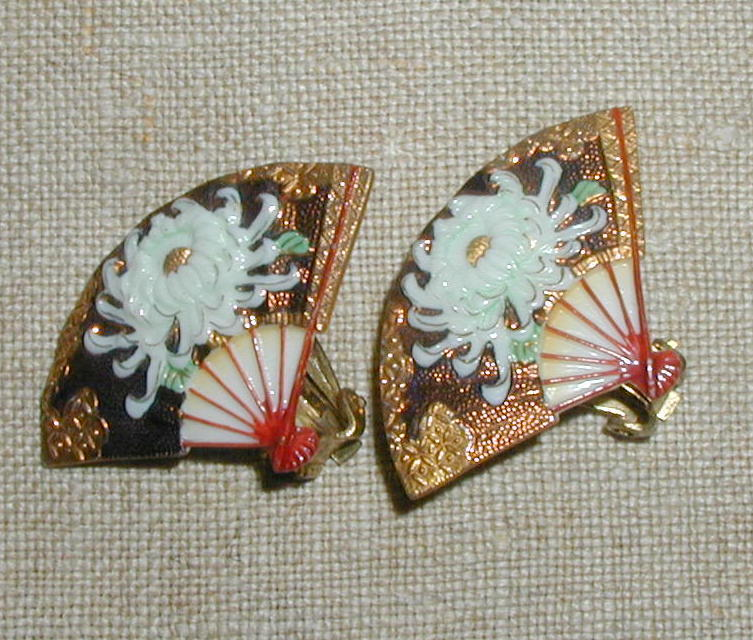Toshikane White Chrysanthemum Earrings