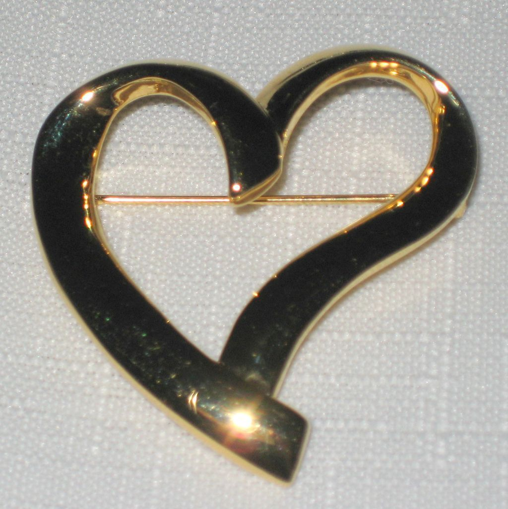 Trifari Signed Gold Tone Heart Pin