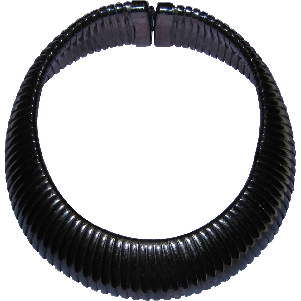 Ribbed Collar Necklace in Metallic Charcoal Gray
