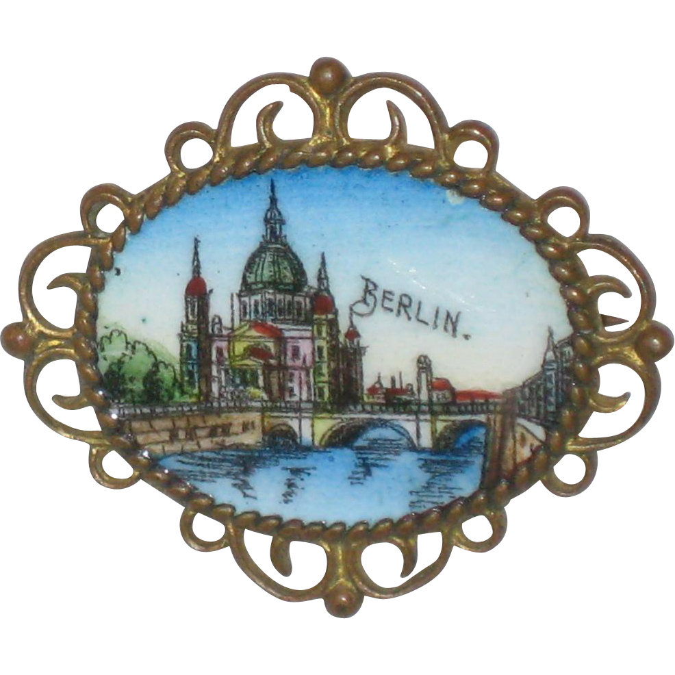 Enameled Souvenir Pin of the Berlin Cathedral - Circa 1910 - 1915